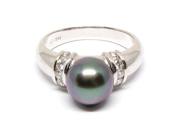 R33 Diamond Shoulder Black Pearl Ring