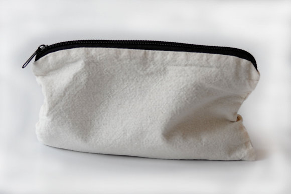 Bolsas de lápices con cremallera, lona cruda de algodón. Logos del cliente.