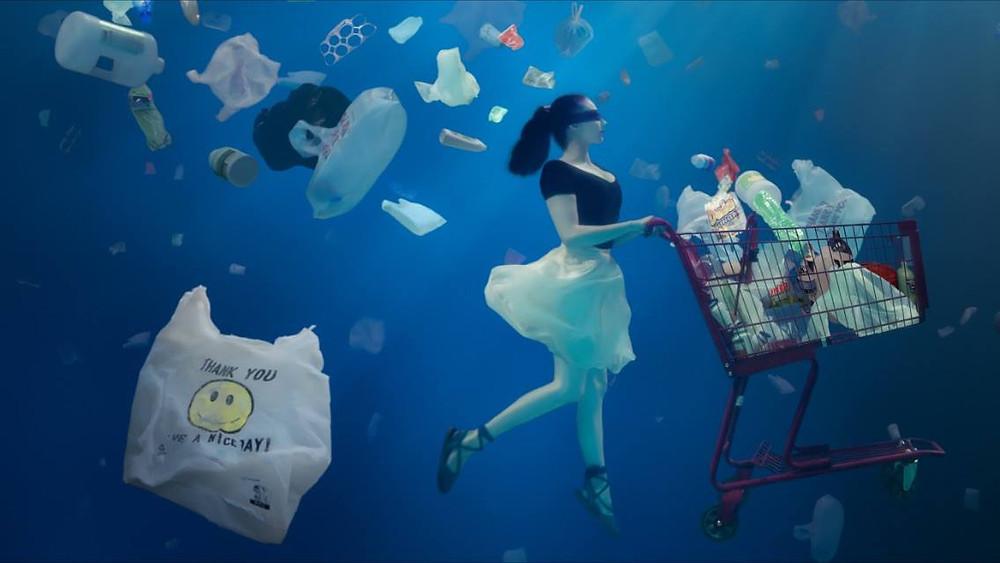 Fotografía del documental Blind spots de Christine Ren. http://christinerenfilms.com/gallery/underwater-dance/