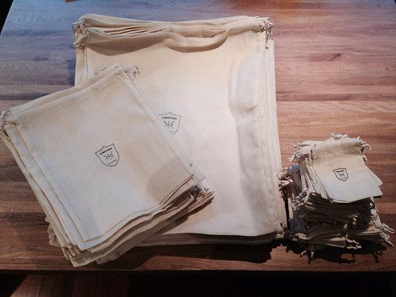 Tulas en tamaños variados. Lona cruda de algodón. Logos del cliente.