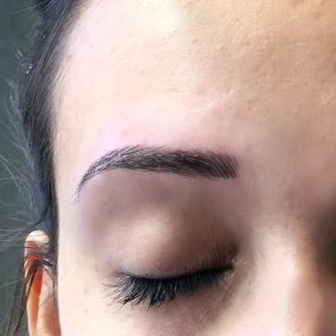 Permanent Make-Up München - Behandlung - Augenbrauen Härchenzeichnung - pigmentieren - Pigmentiereri