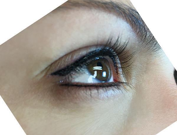 Permanent Make-Up Ausbildung - PMU Lidstrich elegant, Arbeit einer Schülerin an echtem Modell