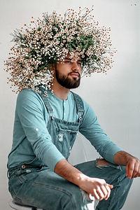 photo-of-man-wearing-flower-crown-283033
