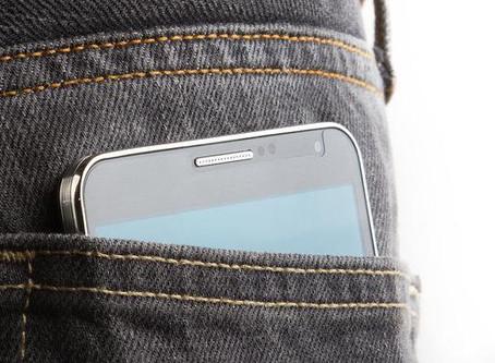 設計服裝千萬別忘記,服飾的口袋放得下手機嗎?