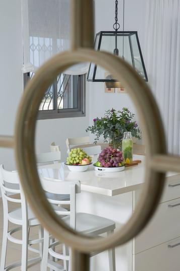 עיצוב פנים| הום סטיילינג | הלבשת הבית| עיצוב סלון| מזנון | שולחן סלון| שטיח | ספה| וילונות | כריות נוי| דקורציה | עציצים| תאורה | פינת אוכל עגולה| כסאות | כסאות בר | מראה