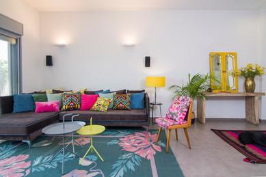 עיצוב פנים | הום סטיילינג| הלבשת הבית| עיצוב סלון| עיצוב פינת אוכל| מטבח| שטיח| כסא וינטאג'| קונסולת כניסה | מראות| מראה| תאורה| דקורציה| כריות נוי| צמחייה| עציצים| פרחים| | עיצוב מודרני| עיצוב כפרי| צבעוניות| שטיח פרחוני| מזנון| מדפים