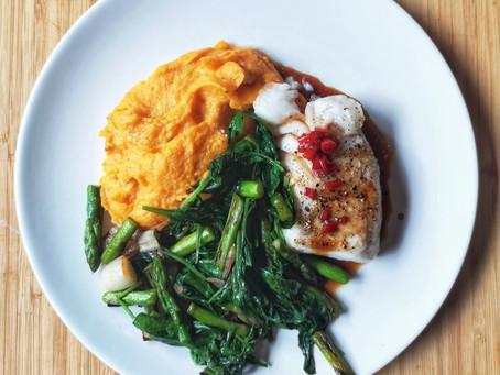 Torsk med soyasmør, søtpotetmos og grønn wok