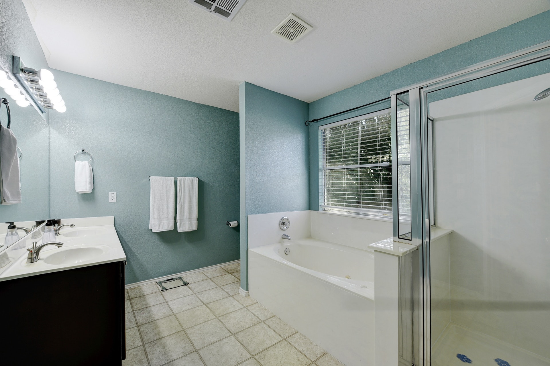 12308 Kelton | Master Bathroom