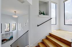 2618 Jefferson B - Stairs 1