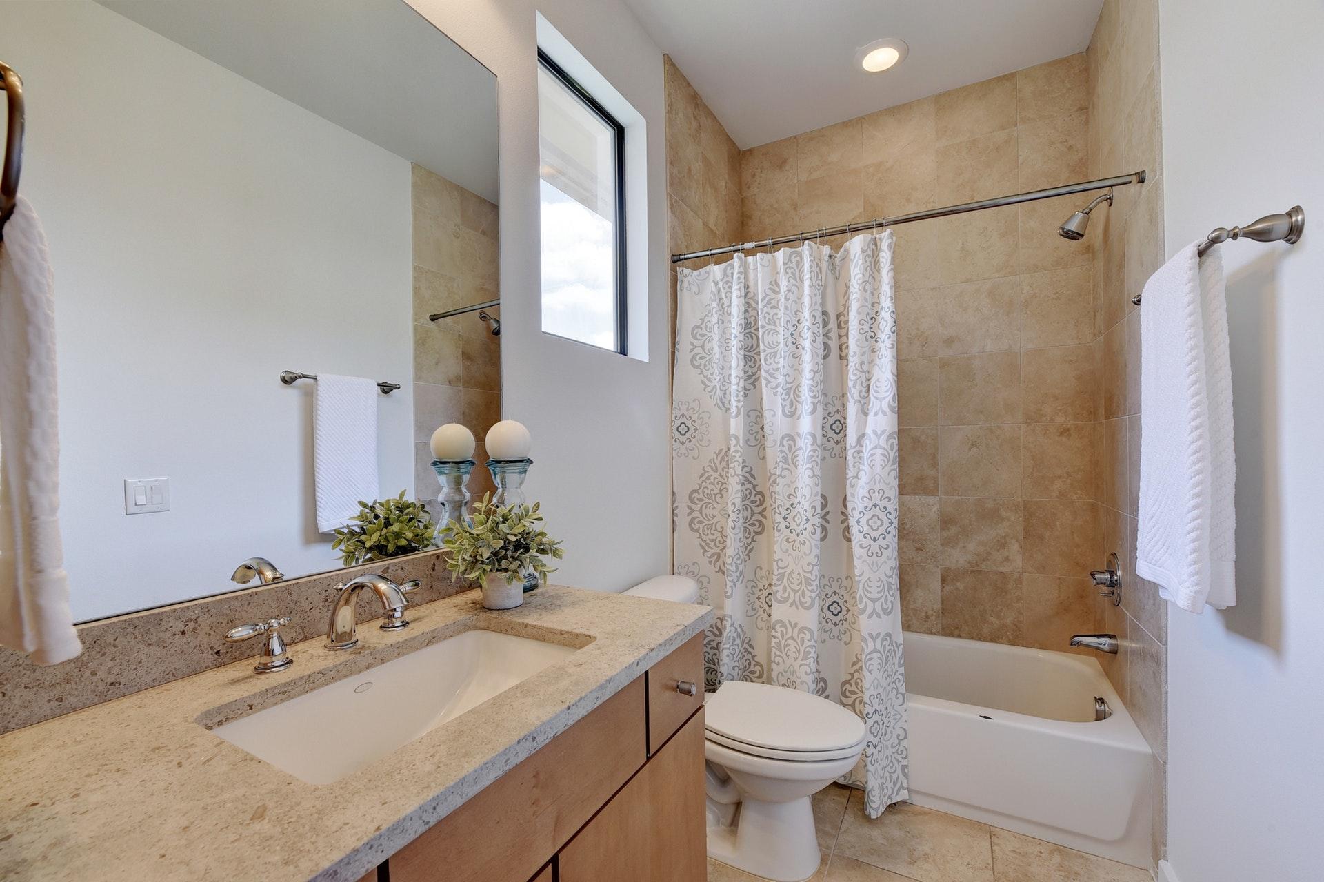 2618 Jefferson B - Downstairs Bath