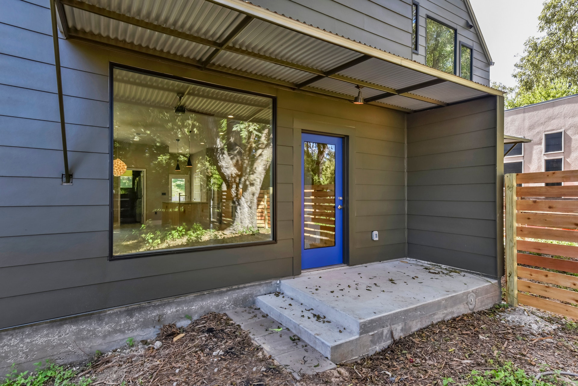 2900 Gonzales Street - Backdoor