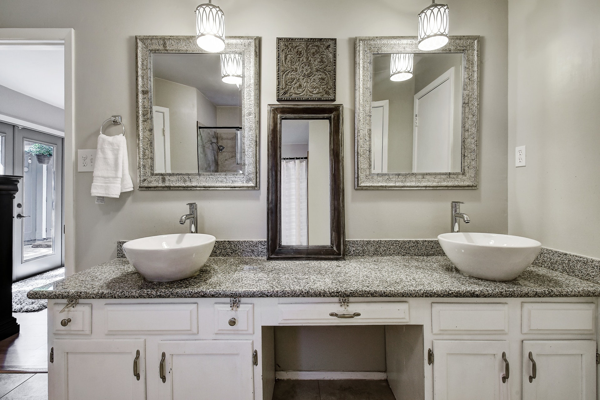 2300 Lear Lane - Master Bathroom