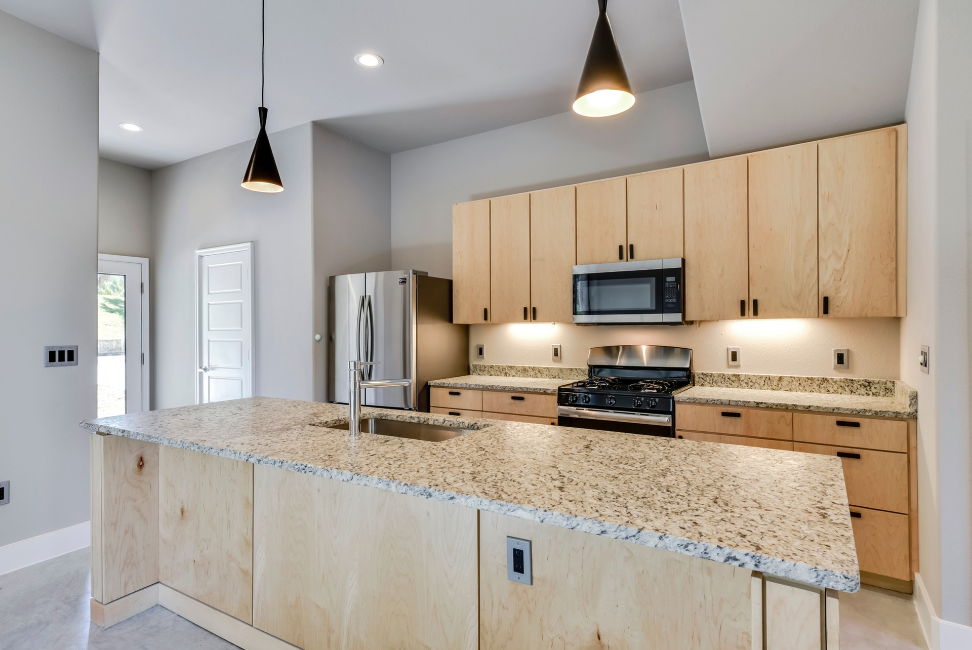 2900 Gonzales - Kitchen