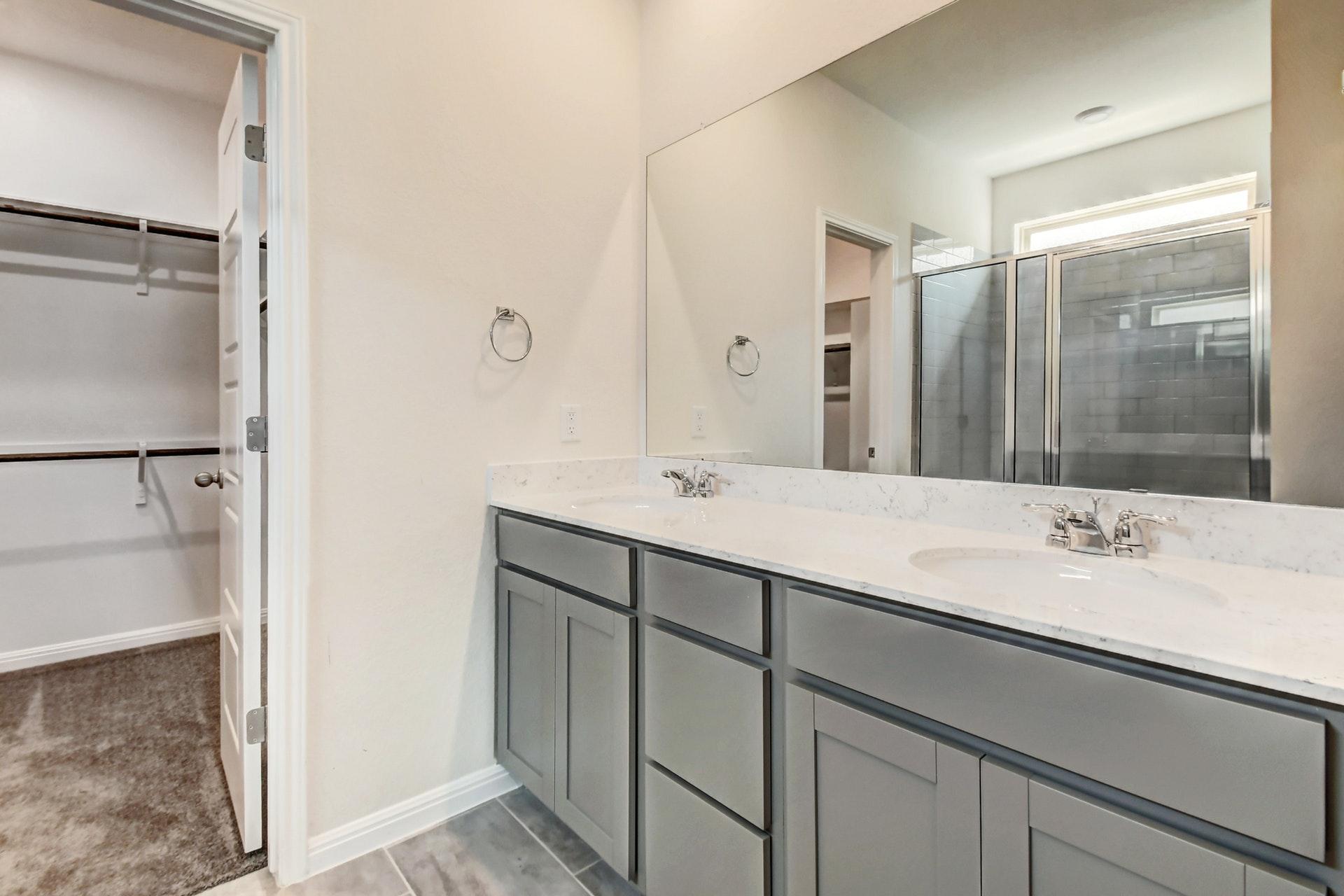 216 Iron Rail - Master Bathroom