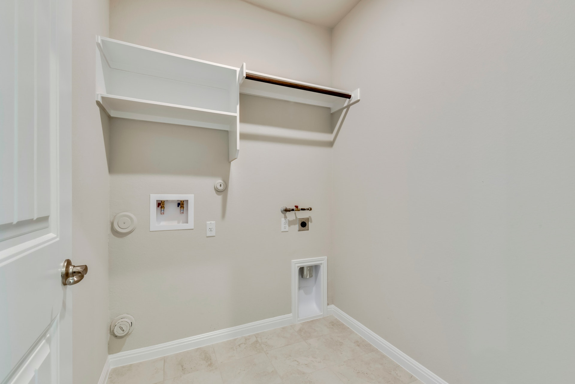 291 Diamond Point - Laundry Room