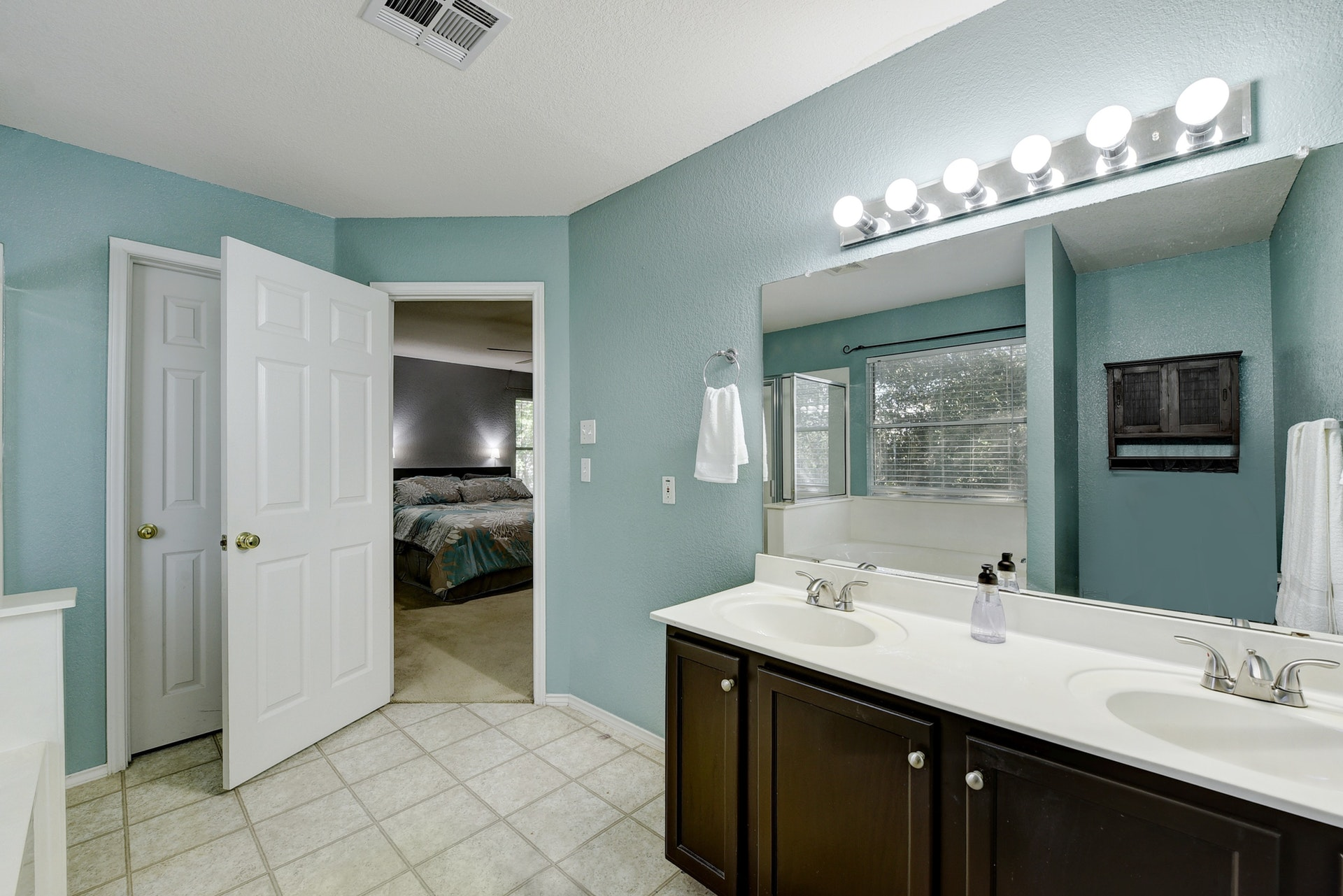 12308 Kelton | Master Bathroom 3