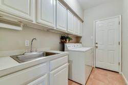 11100 Amesite - Laundry Room