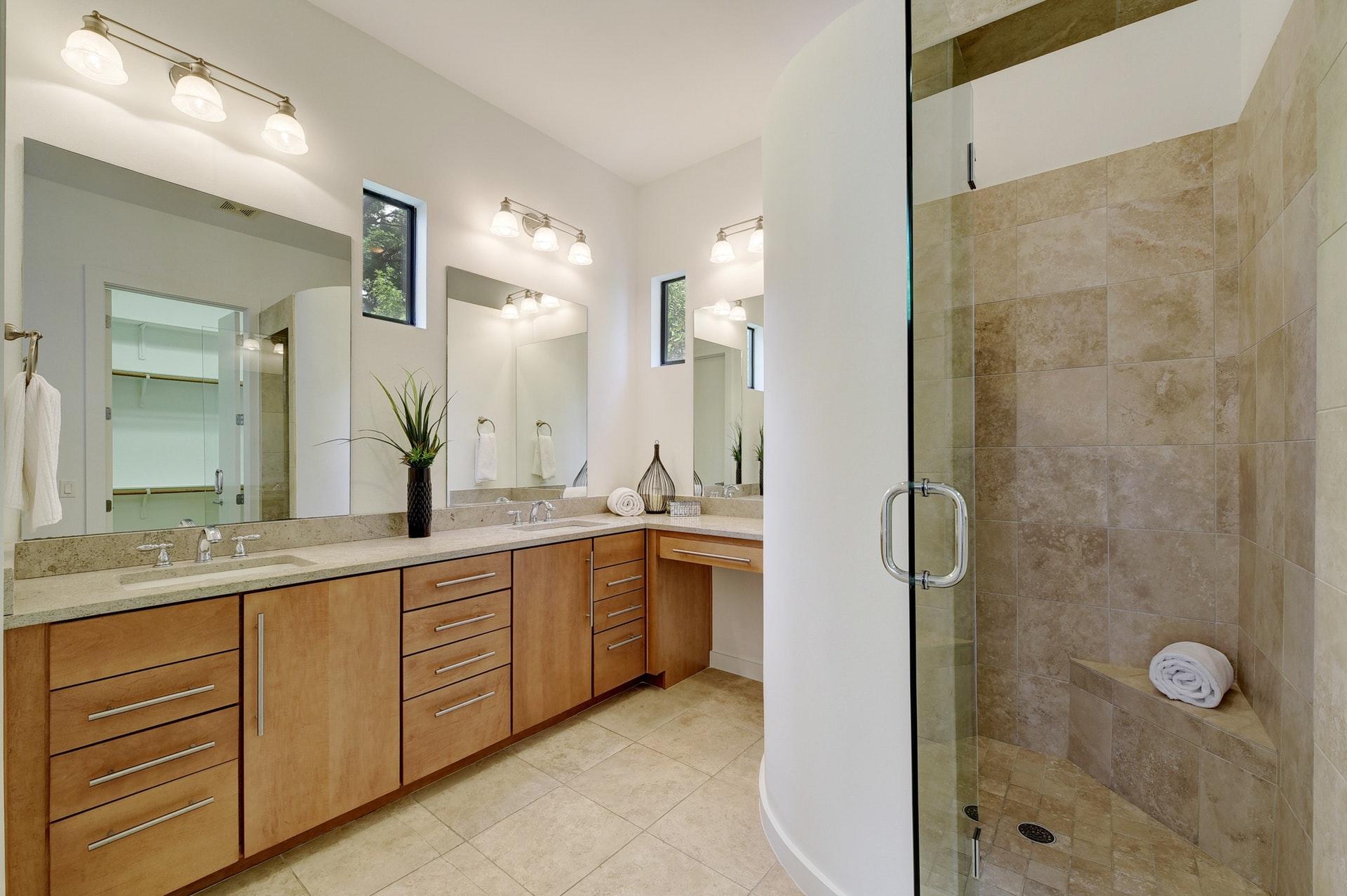 2618 Jefferson B - Master Bathroom