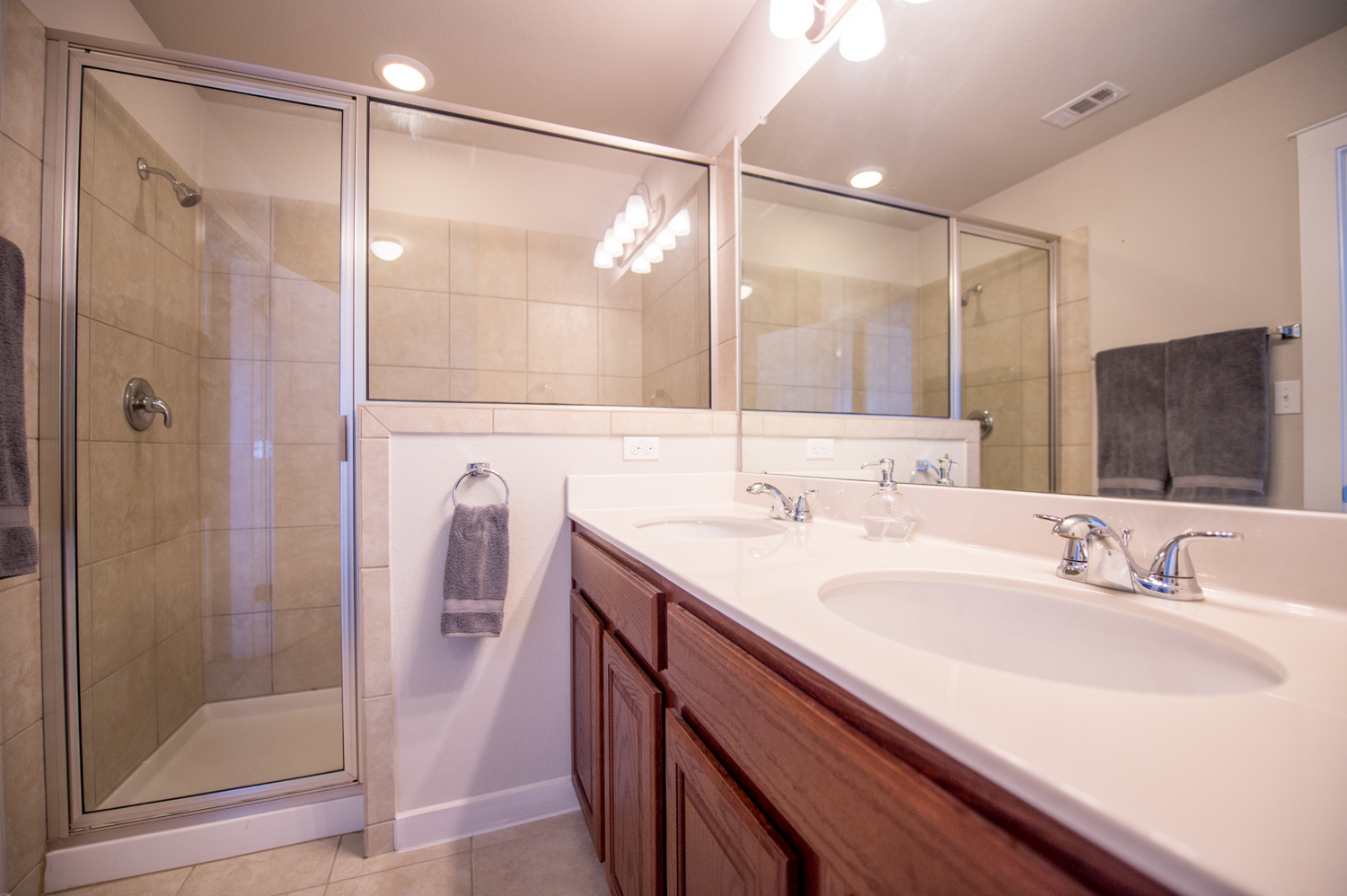 5313 Gooding - Master Bathroom