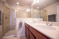 5313 Gooding - Master Bathroom