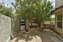 1500 Woodlawn - Courtyard