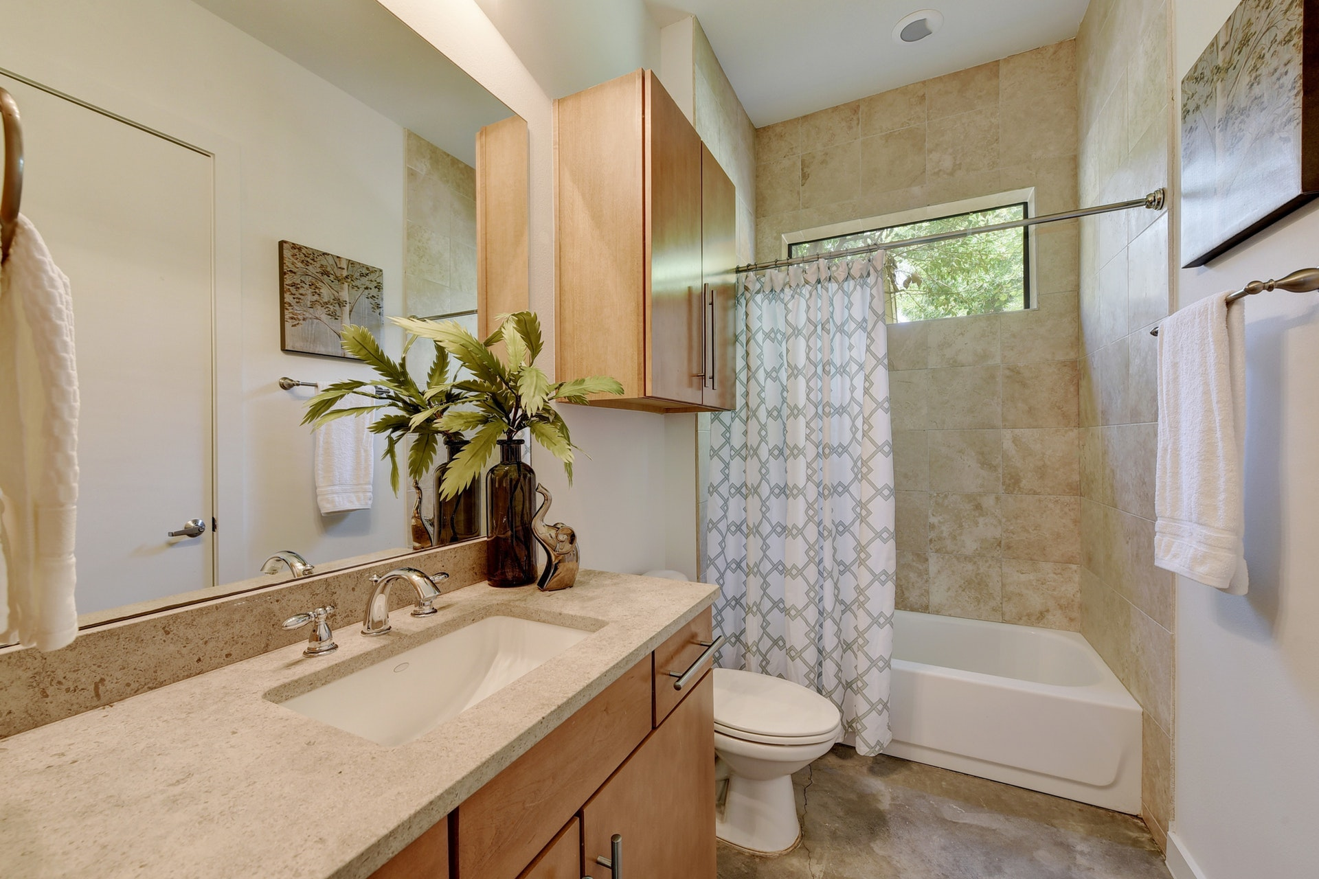 2618 Jefferson B - Upstairs Bathroom