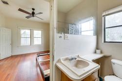 2309 Lafayette Ave - Bathroom