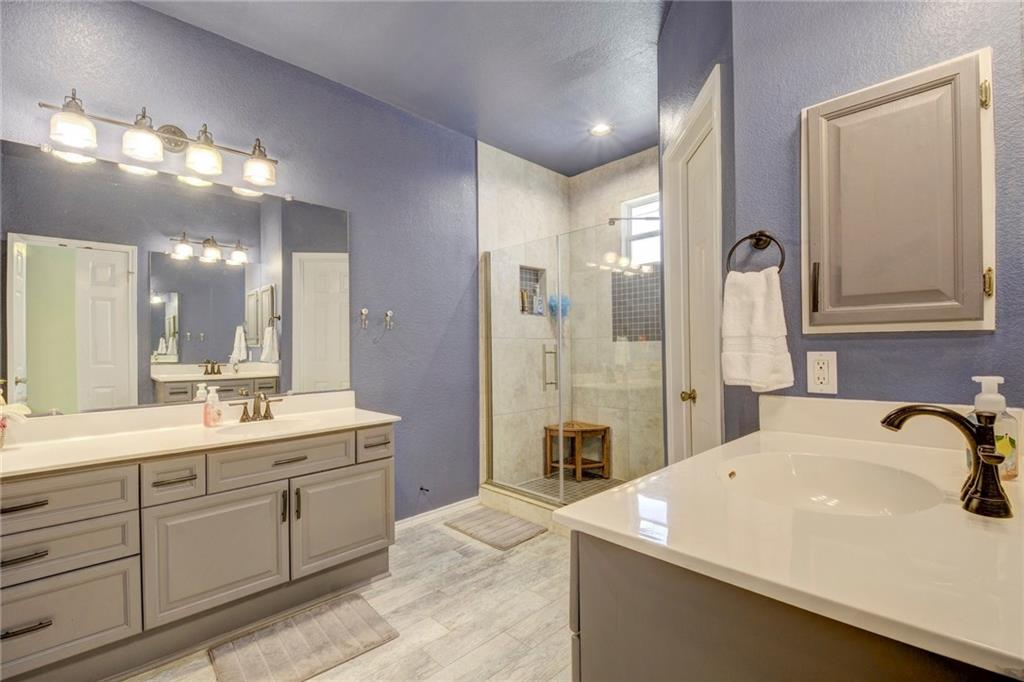 8908 Rustic Cove - Master Bathroom
