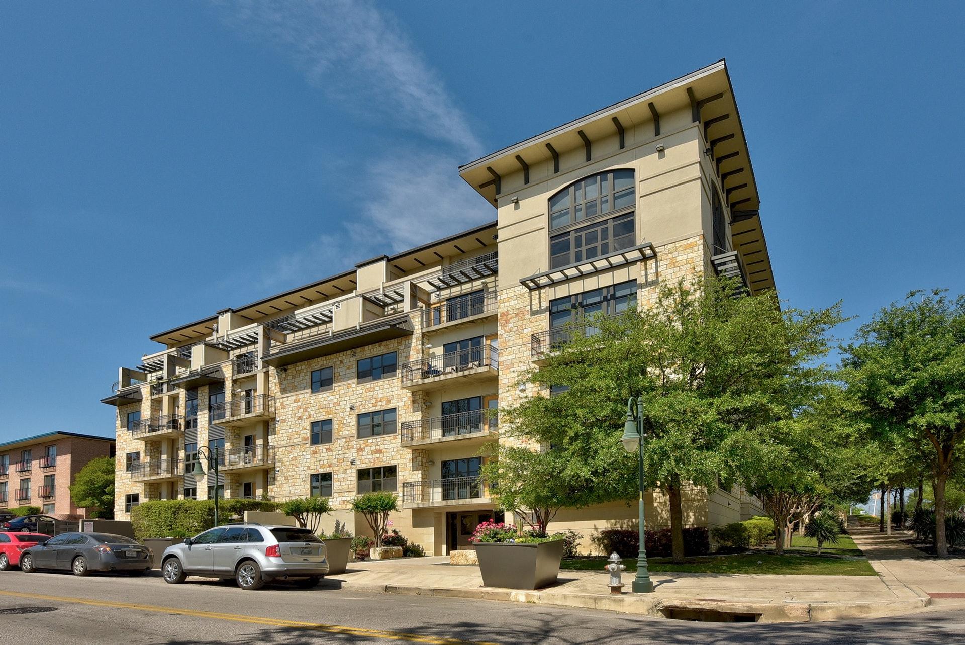 1812 West #306 - Building View