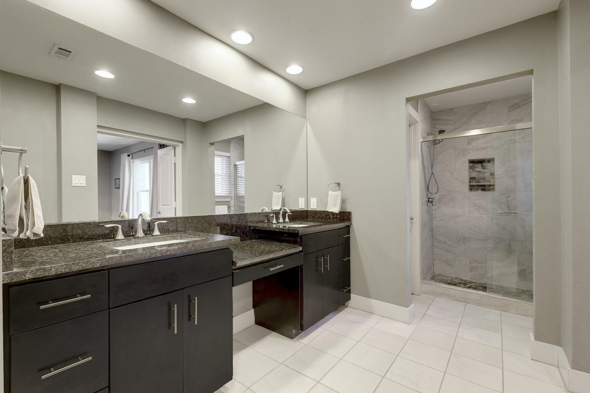 4601 Oak Creek - Master Bathroom