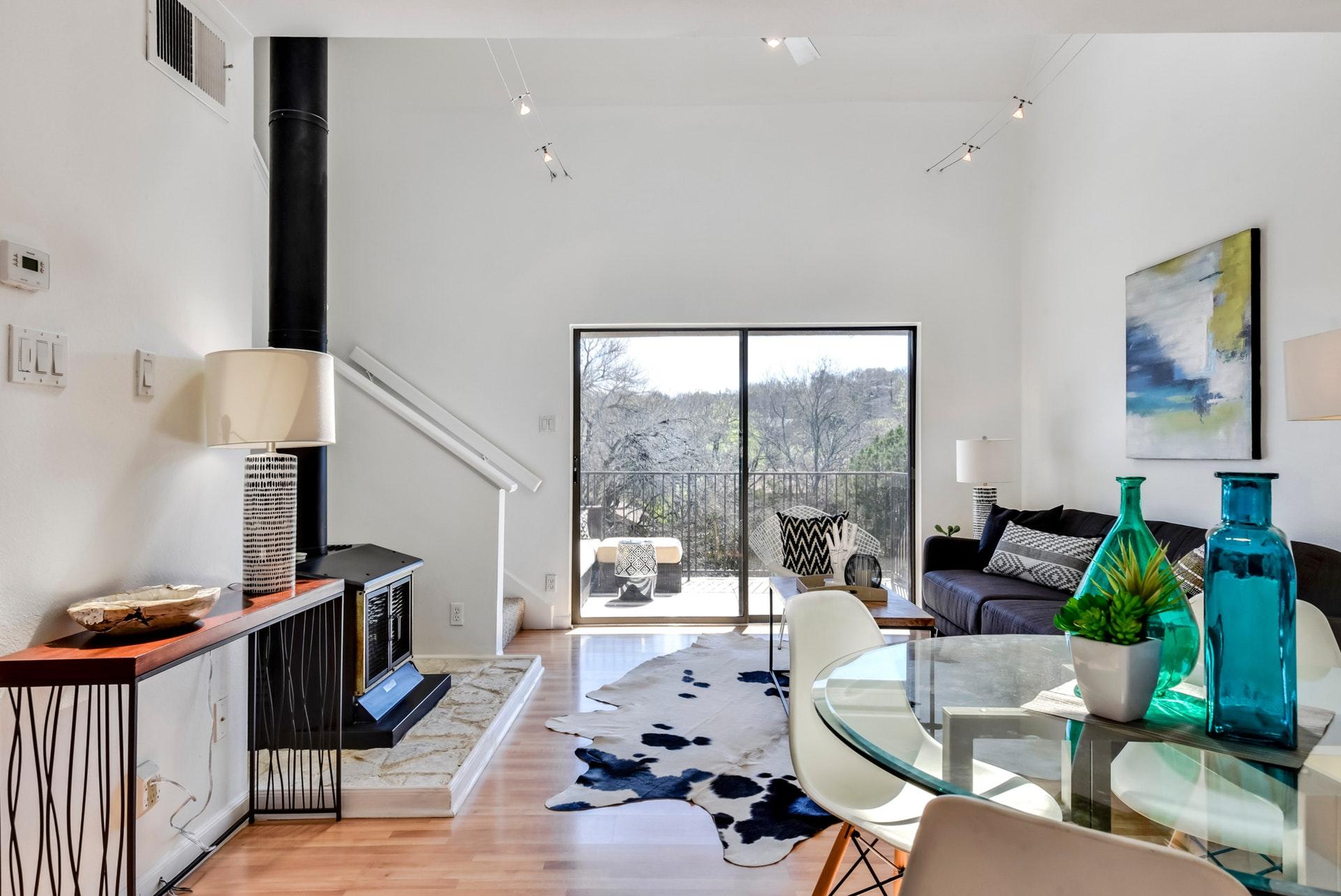 1135 Barton Hills Drive - Living
