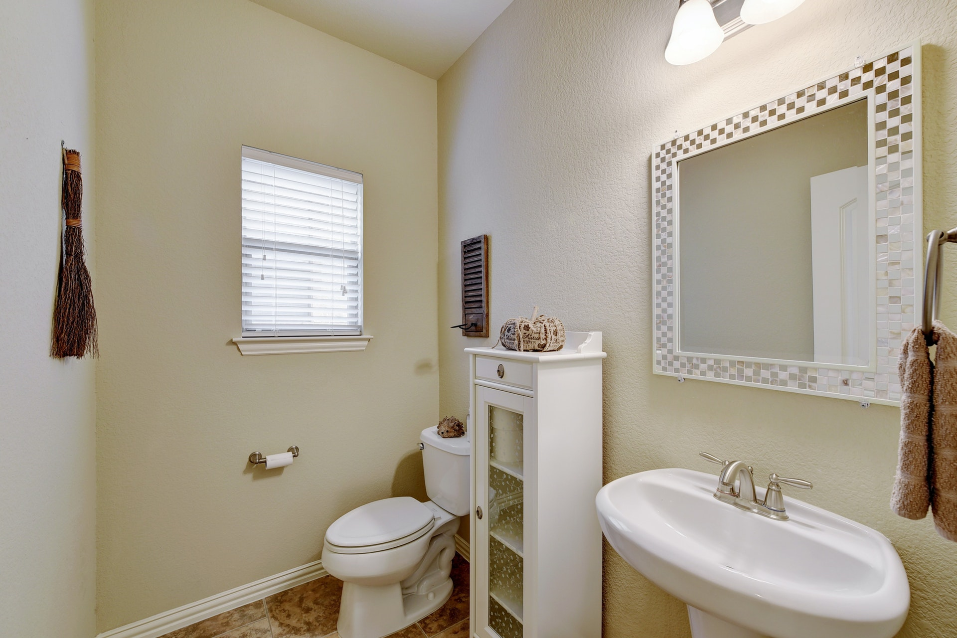2121 Turtle Mountain - Half Bath