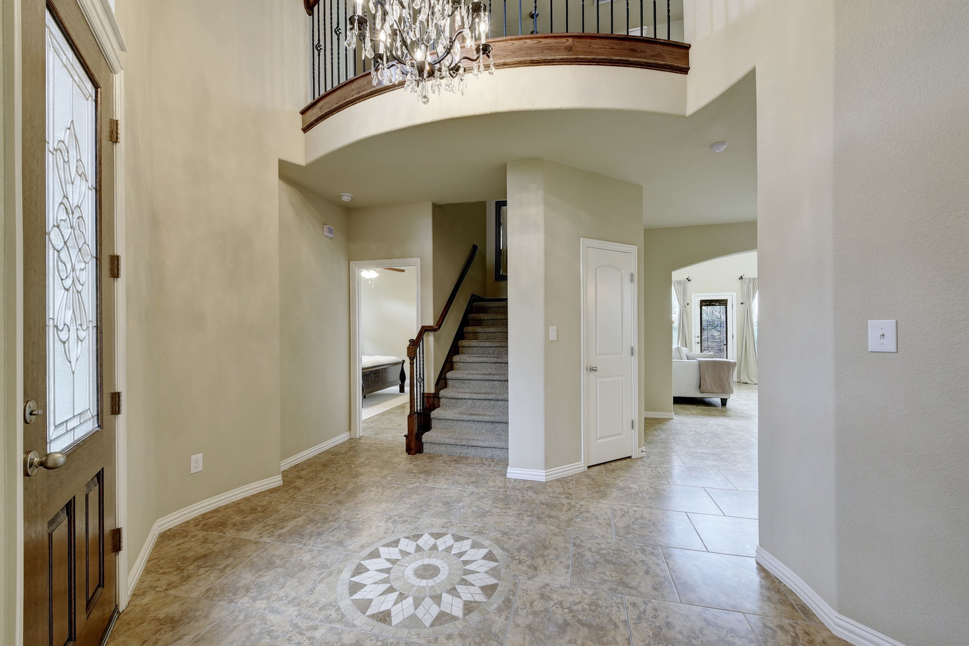 2121 Turtle Mountain - Front Entry 2