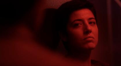 Maite Guilera en una escena de cortometraje Comfort TV dirigido por Iván Valencia, ESCAC films