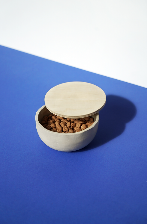 Bowl with wooden lid