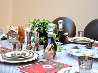 Decorate your Pesach Seder Table