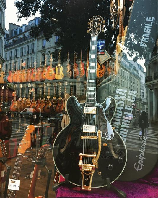 guitare Paris.jpg