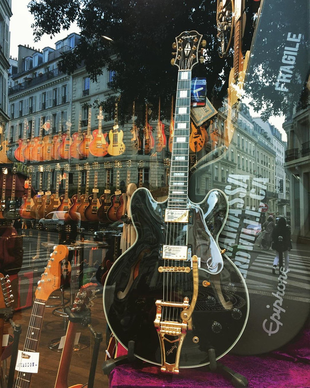 guitare Paris.jpg