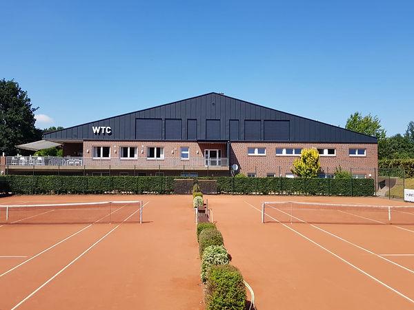 Ganzjähriges Training beim WardenburgerTennisclub. 7 Außenplätze, 4 Hallenplätze, 1 Vital Center, zahlreiche Möglichkeiten.