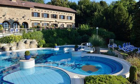hotel-aqua-pool