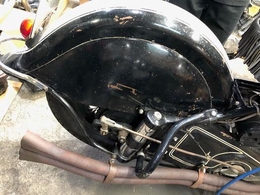 1947' インディアンチーフ ブレーキ修理。