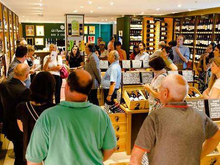France Quintessence présente la Vodka Nadé en conférence de presse.