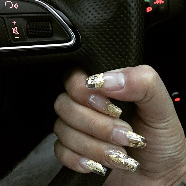 I do love a good #clientnailfie ❤️#jemzclientview #jemzfoil #goldleaf #goldnails #nails #nailart #na