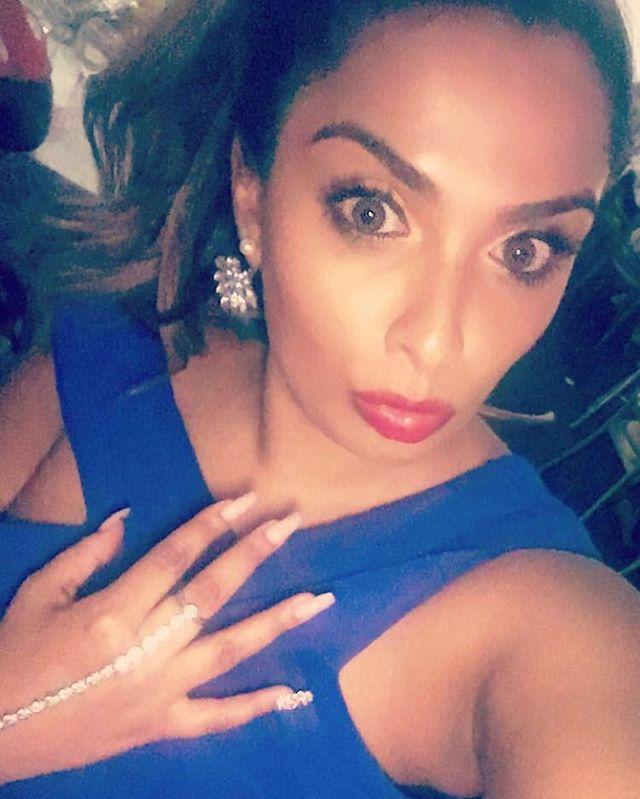 #jemzclients #clientselfie #nails #nailselfie #beautyinabluedress 🦋