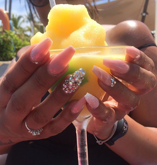 #jemzclientview #clientselfie #holidaynails #nails #blingnails #cocktail #cocktailsofinstagram #suns