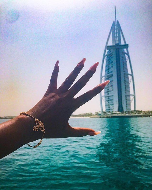 #jemzclientview #clientselfie #burjalarab #dubai #holidaynails #nails #sea #sun #lifestyle 😍