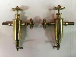 Displacement lubricators