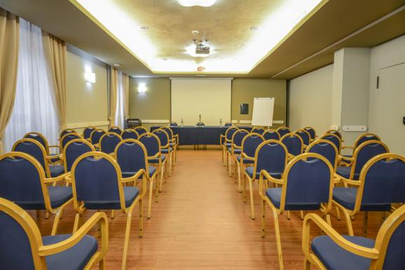 Hotel Master Brescia - Sala meeting Sebino - Platea 4.jpg