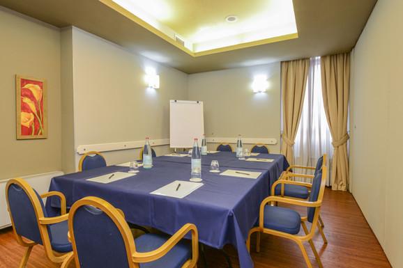 Hotel Master Brescia - Sala meeting Cidneo - Tavolo unico 2.jpg
