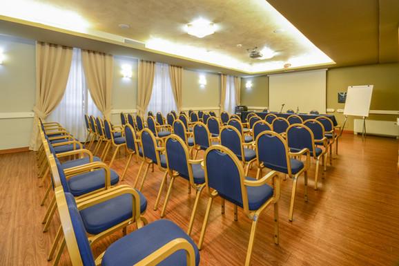 Hotel Master Brescia - Sala meeting Sebino - Platea 1.jpg